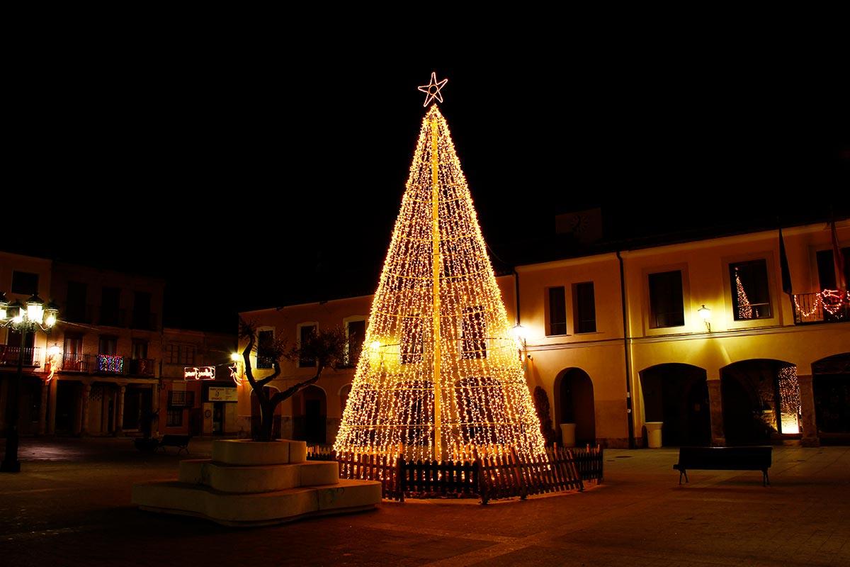 Instalación de Pino LED Cálido flashing en una Plaza