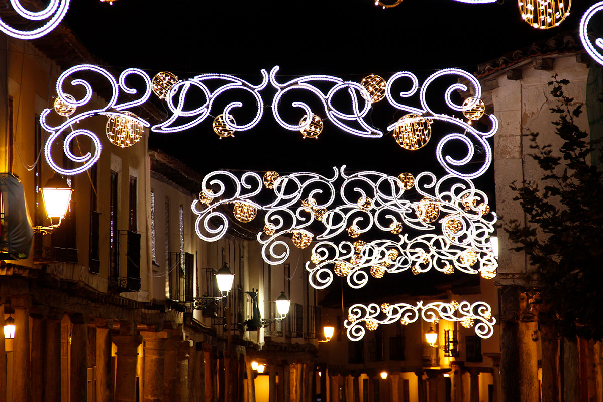 "Calle iluminada con Arco ""Noche Estrellada"""